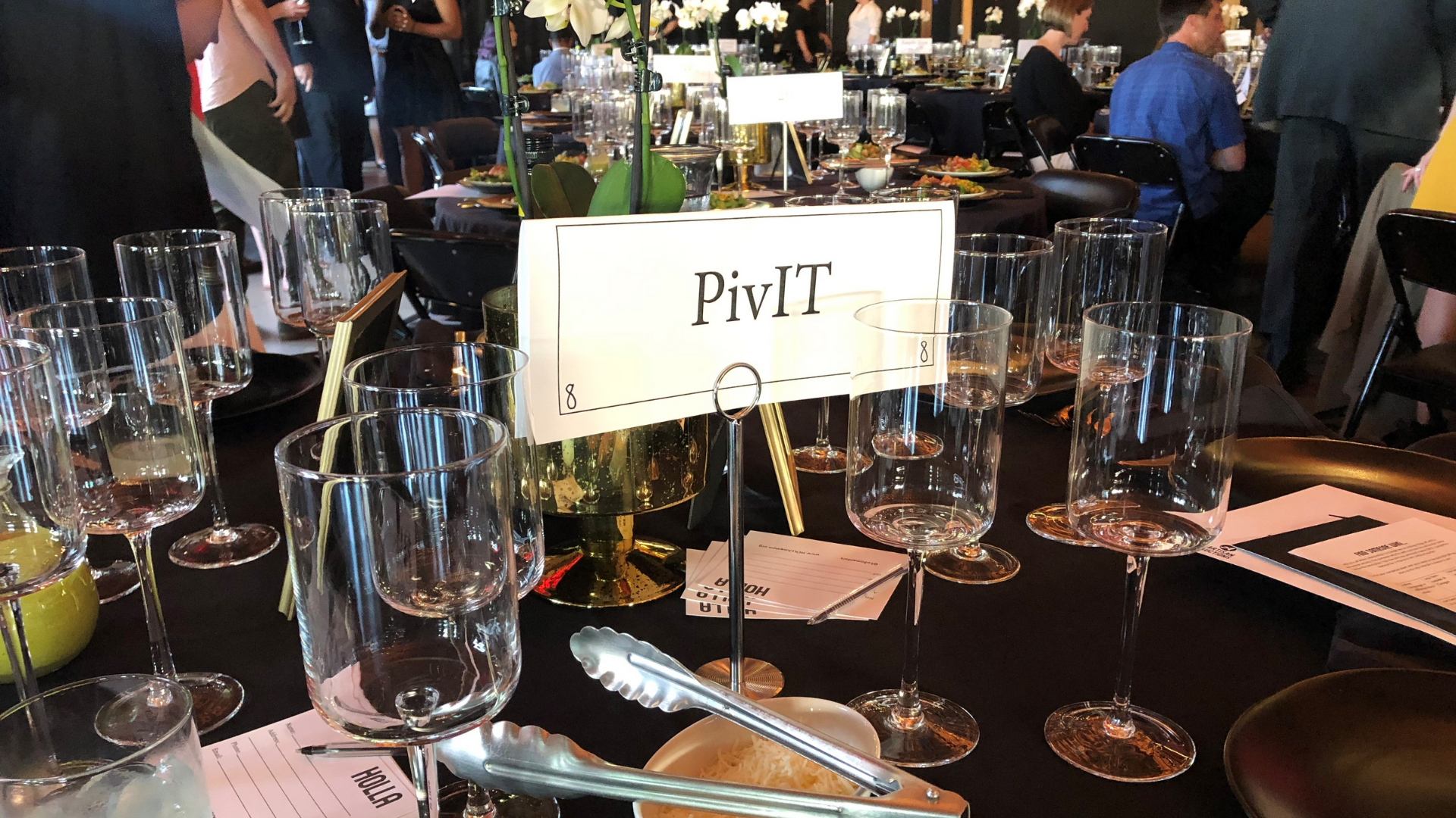 holla table for pivit